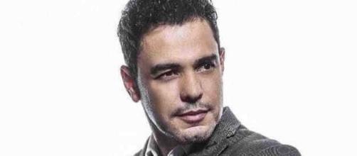 Zezé di Camargo se desculpa após ofender seguidor por comentários de fake news. (Arquivo Blasting News)
