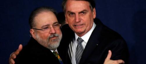 Jair Bolsonaro e Augusto Aras. (Arquivo Blasting News)