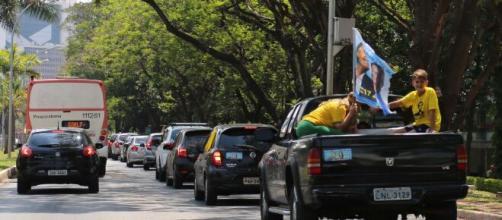 Apoiadores de Bolsonaro fazem grande carreata na Esplanada (Fonte: Blasting)