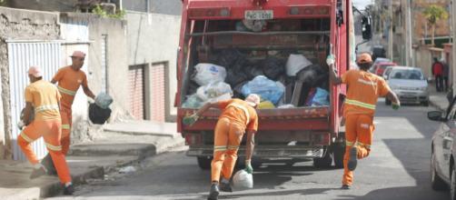 Coronavírus: coletores de lixo ganham jantar. (Arquivo Blasting News)