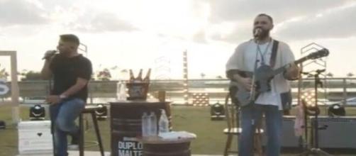 Jorge e Mateus apostaram no ar livre em sua live. (Reprodução/Youtube)