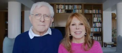 Marlo Thomas and Phil Donahue tell how they, and other couples, meet marriage's humps to make love last in a new book. [Image source:CBS/YouTube]