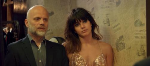 Sebastián Wainraich e Natalie Pérez em cena da série 'Quase Feliz'. (Arquivo Blasting News)