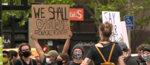 manifestantes de ohio expresan su descontento ante lo ocurrido. Foto cortesia @fox19 en Twitter