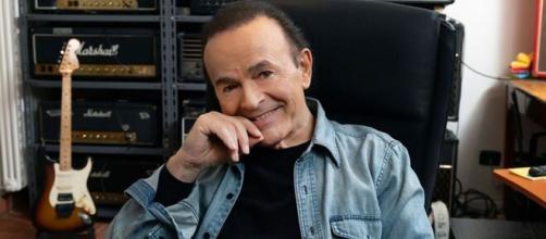 Il chitarrista Dodi Battaglia nel suo studio di registrazione - foto di Domenico Fuggiano.