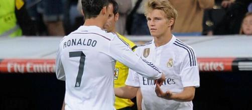 Odegaard e Cristiano Ronaldo ai tempi del Real Madrid.