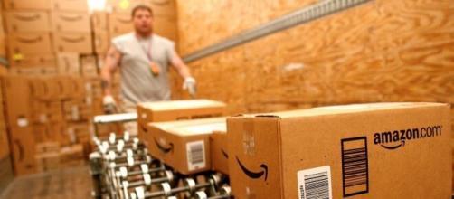 Offerte di lavoro: Amazon sbarcherà in Sicilia, assunzioni di 30 magazzinieri e 70 autisti.