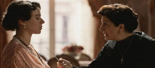 Una Vita, trame Spagna: Ursula confonde Genoveva per Cayetana.