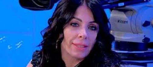 Uomini e donne, Valentina si sfoga: 'Stufa degli attacchi di Gemma'.