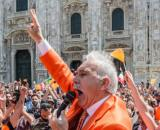 Pappalardo e i Gilet arancioni in piazza a Milano senza mascherine.