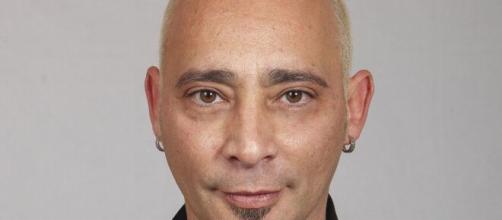 Grande Fratello, Salvo Veneziano oscura una foto di Cristina, il web: 'Stai esagerando'.