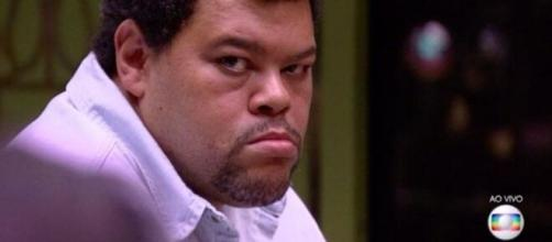 Babu Santana ressaltou que os aluguéis atrasados já foram pagos com o dinheiro que conquistou após o 'BBB'. (Foto: Globo).