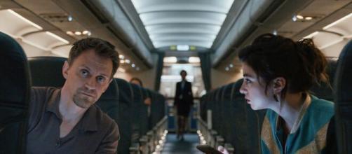 Passageiros de um voo noturno tentam sobreviver em nova série. (Reprodução/Netflix)