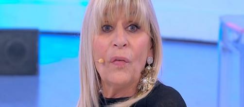 Uomini e Donne: Nicola Vivarelli corteggia Gemma in Tv e posa da modello su IG.