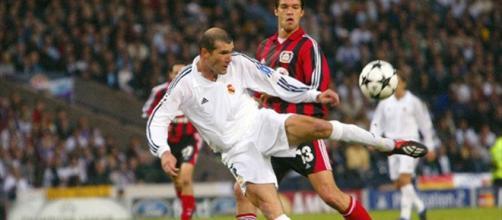 Zidane à la 1ère place des plus beaux buts de l'histoire de la Ligue des champions.