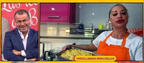 Belén Esteban preparando una receta de cuscús en 'Sálvame' (Telecinco)