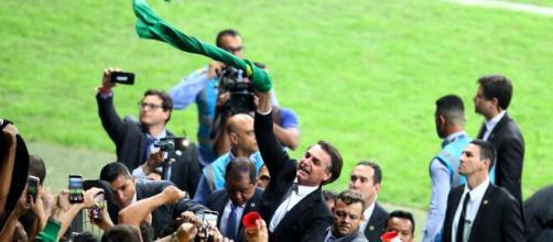 """Bolsonaro ouviu dos técnicos que """"ainda não é a hora"""" de retomar o futebol. (Arquivo Blasting News)"""