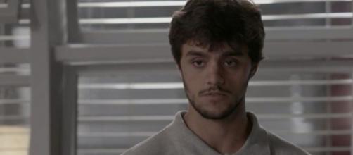 Felipe Simas interpreta o protagonista Jonatas na trama escrita por Paulo Halm e Rosane Svartman. ( Reprodução/TV Globo )