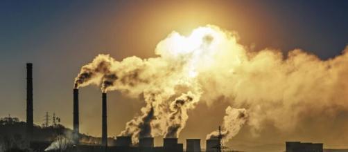 Las muertes por coronavirus y la contaminación aérea estarían directamente relacionados.
