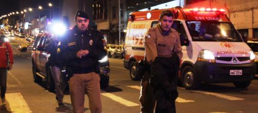 Policial militar salva criança. (Arquivo Blasting News)