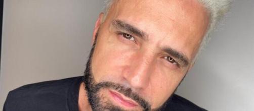 Após ser criticado, Latino volta atrás em leilão de cachorros e anuncia doação para ONG. (Arquivo Blasting News)