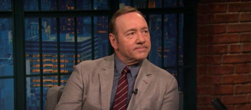 Kevin Spacey chats with Seth about the latest season of 'House of Cards.' [Image Source: LateNightWithSethMeyers/YouTube]