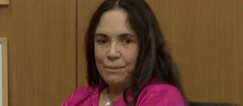 Regina Duarte se irrita com entrevistadores. (Reprodução/CNN)