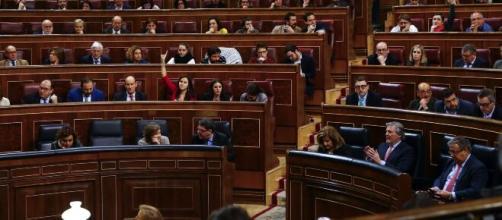 """The Guardian"" critica duramente a la oposición en España ante la pandemia"