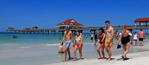 Covid-19, nel weekend controlli serrati sulle spiagge anti assembramenti: vietato prendere il sole