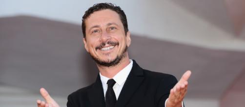 Luca Bizzarri, conduttore e attore italiano, protagonista di una polemica social col PD dopo la liberazione di Silvia Romano.