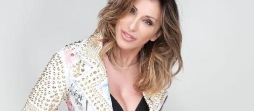 Sabrina Salerno: cantante, star della musica dance internazionale, presentatrice e attrice.