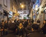 Fase 2 Napoli: assembramenti fino alle 5 del mattino nei luoghi della movida.