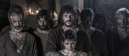 La cattedrale del mare, trama terza puntata: Arnau rischia la vita per salvare due bambini