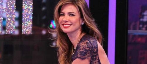 """Luciana Gimenez é apresentadora do programa """" Luciana By Night"""", da RedeTV!. (Reprodução/RedeTV!)"""