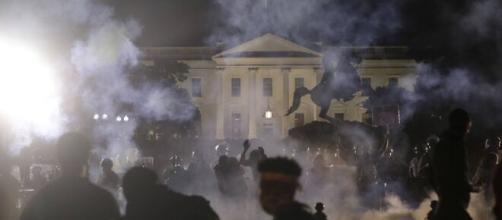Luzes da Casa Branca se apagam em meio a sexta noite de protestos. (Arquivo Blasting News)
