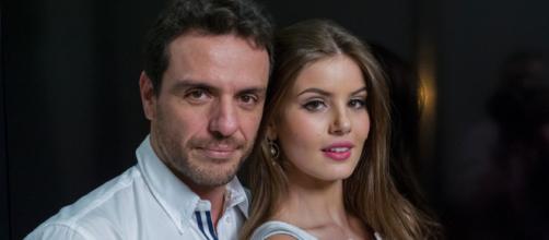 Rodrigo Lombardi e Camila Queiroz falam sobre cena íntima. (Arquivo Blasting News)