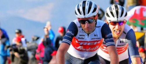 Vincenzo Nibali con la nuova maglia della Trek Segafredo