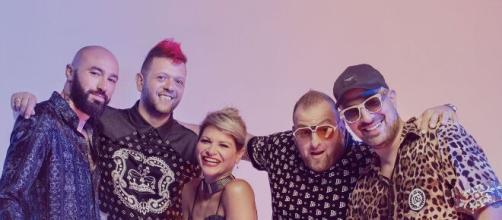 Boomdabash e Alessandra Amoroso ancora insieme: il 12 giugno arriva il nuovo singolo Karaoke.