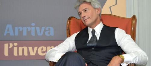 Roberto Farnesi, interprete del Commendatore Umberto Guarnieri nel Paradiso delle signore.