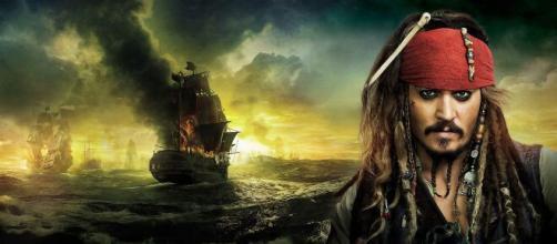 Johnny Depp brilhou na franquia 'Piratas do Caribe'. (Reprodução/You Tube)