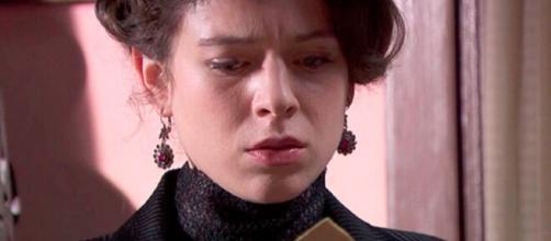 Una Vita, trame Spagna: Genoveva scopre che suo marito Alfredo è gay.