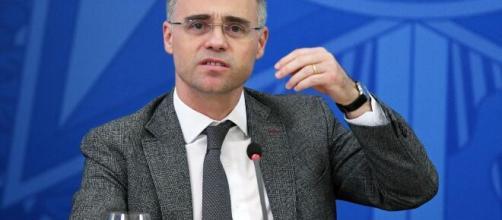 Ministro da Justiça Andre Mendonça entrou no lugar do ex-juiz Sergio Moro. (Blasting News)