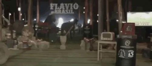 Os planos do cantor Flávio Brasil não deram muito certo. (Reprodução)