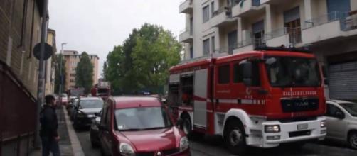 Torino, madre e figlia di otto mesi si lanciano nel vuoto per sfuggire a incendio.