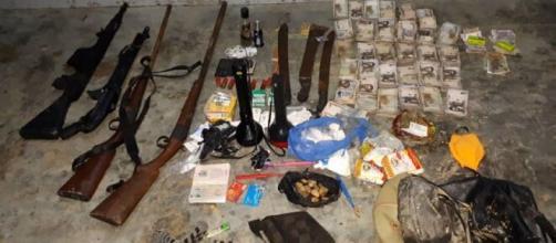 Saisie par l'armée d'armes et d'objets destinés au trafic (c) Armée Camerounaise