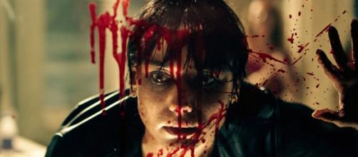 Ana Hartmann em cena da série 'Reality Z'. (Arquivo Blasting News)