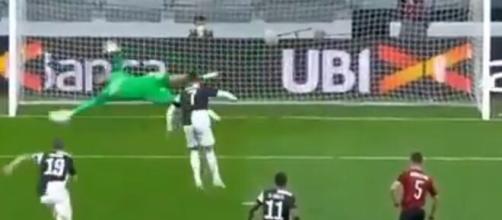 Donnarumma para il rigore di Cristiano Ronaldo