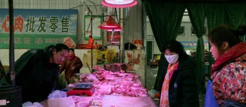 El mercado de verduras de Pekín ha sido cerrado por nueva brote de coronavirus en China.