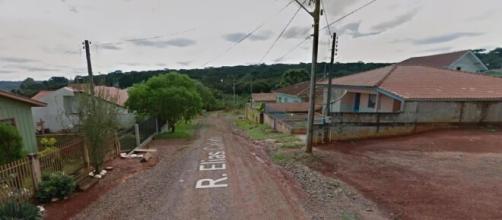 Vítima foi arrastada até o meio da rua. (Reprodução/Google Maps)