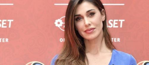 Belen Rodriguez, critiche alla foto in bikini: 'Vai a fare la moglie, non perdere tempo'.